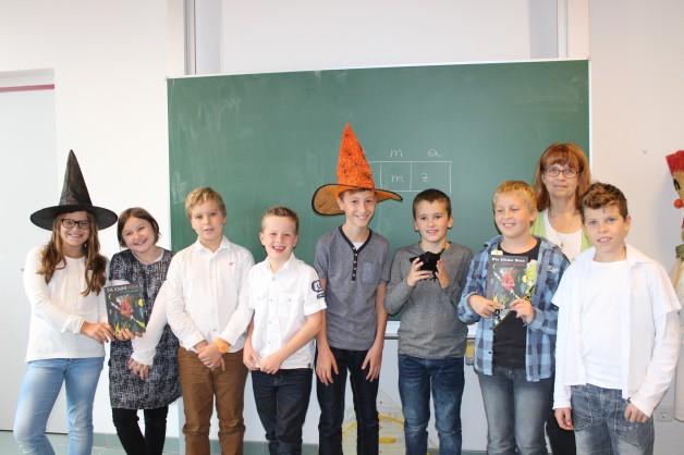 Gruppenbild mit Hexenhut